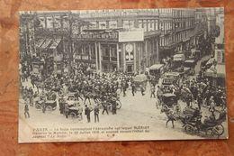 PARIS - LA FOULE CONTEMPLANT L'AEROPLANE SUR LEQUEL BLERIOT TRAVERSA LA MANCHE, LE 25 JUILLET 1909 - Paris (10)
