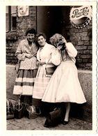 Amusante Photo Originale 3 Pin-Up & Photographe Amatrice Et Publicité Pepsi-Cola En 1957 - Pin-up