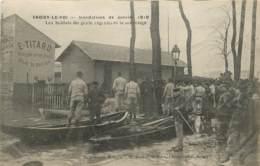 CHOISY LE ROI INONDATIONS DE JANVIER 1910 LES SOLDATS DU GENIE ORGANISENT LE SAUVETAGE - Choisy Le Roi