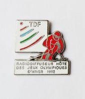 Pin's TDF Radiodiffiseur Hôte Des Jeux Olympiques D'hiver 1992 - SPORT - Sports D'hiver