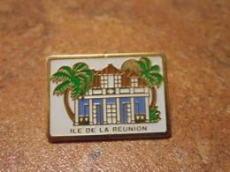 Lot 061 -- Pin's Ville Ile De La Reunion - Villes