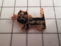 115d Pin's Pins / Rare & Belle Qualité !!! THEME ANIMAUX / LE CHAT DE SINE - Animaux