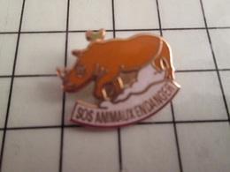 115d Pin's Pins / Rare & Belle Qualité !!! THEME ANIMAUX / SOS ANIMAUX EN DANGER RHINOCEROS - Postes