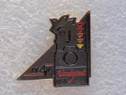 PINS LOT4                                      41 - Badges
