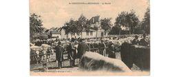 Saint Christophe En Brionnais / Le Marché / Coin Abimé - France