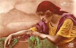 """Lady.Mignon"" Old Vintage Antique German Postcard - Femmes"