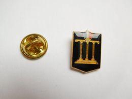Superbe Pin's , Armée Militaire ?? Fronton , Tricolore - Militaria