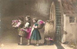 """""""Boy And Girls Carring Basket With Flowers"""" Old Vintage Antique Grmn Postcard - Scènes & Paysages"""