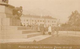 CARTOLINA MILITARE - MESSA DI CAMPO IN PIAZZA DANTE 1-11-1918 (ANIMATA) F/P - B/N - NON VIAGGIATA - LEGGI - Guerra 1914-18