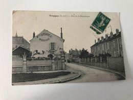 Carte Postale Ancienne (1910) TRAPPES Rue De La Répiblique - Trappes
