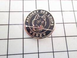 115e Pin's Pins / Beau Et Rare / THEME : SPORTS / TIR A L'ARC ARCHERIE DES LOUPS FLECHE VERZY - Tir à L'Arc