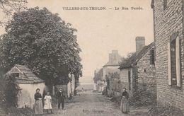 CPA:VILLERS SUR THOLON (89) HOMME FEMMES FILLETTE RUE FERRÉE..ÉCRITE - France