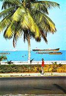 Gabon Libreville Le Boulevard Du Bord De Mer   A 41  Bateau Cargo - Gabon