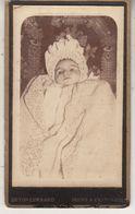 CDV - Bébé Post-mortem - Photographe Deton - Anciennes (Av. 1900)