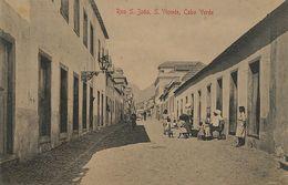 Rua S. Joao Sao Vicente Cabo Verde  Edit Bon Marché. Lampadaire à Petrole . Edit Bonucci Frusoni - Cap Vert