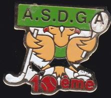 65618- Pin's- L'ASDG .Association Sportive Dingsheim Griesheim.Hockey.Tennis. - Associations