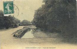 CPA Henrichemont Place De L'Abreuvoir - Henrichemont