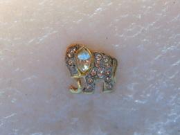 PINS LOT8                          827 - Badges