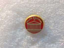 PINS LOT8                          998 - Badges