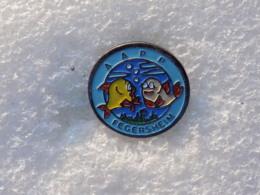 PINS LOT8                          1027 - Badges