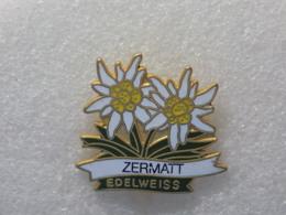 PINS LOT8                          1151 - Badges