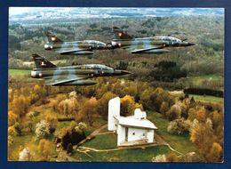 Patrouille De Mirages Au Dessus De Ronchamp. Chapelle Notre-Dame Du Haut (Le Corbusier). 1993 - 1946-....: Ere Moderne