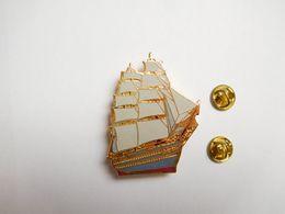 Superbe Big Pin's En EGF , Marine Bateau Voilier , Amerigo Vespucci , Navire école Italien - Bateaux