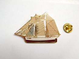 Superbe Big Pin's En EGF , Marine Bateau Voilier , P 2505 - Barcos