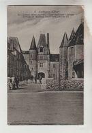 CPA + CPSM AUBIGNY SUR NERE (Cher) - Le Château Hôtel De Ville Cour Intérieure, Intérieur De L'Eglise - Aubigny Sur Nere