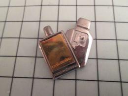 115d Pin's Pins / Rare Et De Belle Qualité !!! THEME PARFUMS / FLACON DE PARFUM BI-METAL PACO RABANNE CALANDRE - Parfums