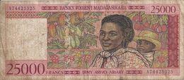 MADAGASCAR 25000 FRANCS ND1998 VG+ P 82 - Madagascar