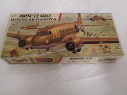Maquette Avion A Construire DOUGLAS DAKOTA - Vliegtuigen
