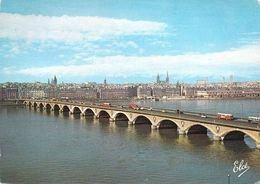 33 - Bordeaux - Le Pont De Pierre - Au Fond, Les Quais - Bordeaux