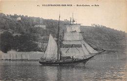 VOILIERS-A VILLEFRANCHE-SUR-MER- BRICK-GOËLETTE EN RADE - Sailing Vessels