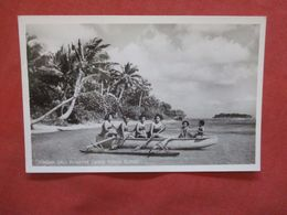 RPPC Oceania > Tonga   Tongan Girls In Native Canoe  Tonga Island   Ref 4182 - Tonga