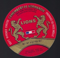 étiquette Fromage  Camembert  Fabriqué En Normandie Lions  Emballé Pour Léon Loevenbruck  Dieue Meuse 55 - Käse