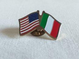 Pin's  Con Bandiere Stati Uniti - Italia - Pin