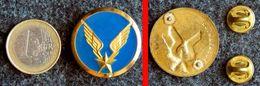 Une Insigne De Col De L' ALAT Aviation Légère De L'Armée De Terre Fabrication COINDEROUX Paris - Luftwaffe