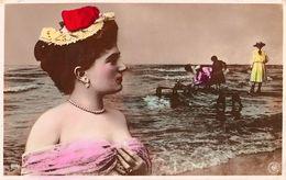 PHOTOMONTAGE : SURRÉALISME / SURREALISM - JEUNES FILLES : PÊCHE En MER / SEXY YOUNG WOMEN FISHING - NPG - 1904 (ae985) - Non Classificati