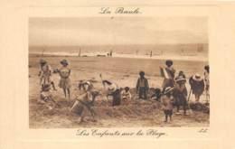 LOIRE ATLANTIQUE  44  LA BAULE - LES ENFANTS SUR LA PLAGE - La Baule-Escoublac