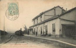 PROVINS LA GARE AVEC LE TRAIN - Provins