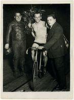 Photo Cyclisme Vel D'Hiv Miquel Vainqueur Du Match Franco Belges Vers 1930 - Cyclisme