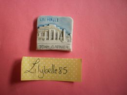 Feve PERSO Ancienne En Porcelaine - LA HALLE - TONY GARNIER 1996 ( Feves Figurine Miniature ) RARE - Regionen