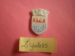 Feve PERSO Ancienne En Porcelaine ESSAI / PROTO - ECUSSON JULIEN VERSAILLES 2002 ( Feves Figurine Miniature ) - Regionen
