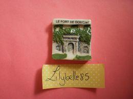 Feve PERSO Ancienne En Porcelaine LE FORT DE DOMONT - PATISSERIE MATHIEU E. 2000 ( Feves Figurine Miniature ) - Regionen