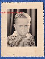 Photo Ancienne - Portrait D'un Petit Garçon Triste - Regard Yeux Emotion Mode Pull Enfant Tristesse Pleure - Non Classés