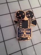 1219 Pin's Pins / Rare & Belle Qualité !!! THEME CINEMA / PELLICULE FILM CINEMA COLISEE CAMERA - Cinéma