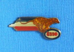 1 PIN'S //  ** LE TIGRE / ESSO / STATION DE CARBURANTS ** . (FERRIER) - Carburants