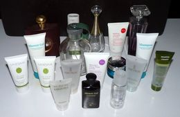 Flacons Produits De Beauté - Parfum - Eau De Cologne - Shampooing - Gel Douche - Parfums & Beauté