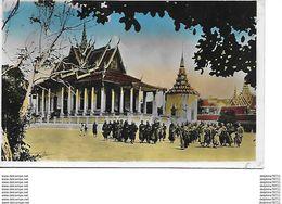 Cambodge-Bonzes Devant La Pagode D'Argent à Phnom-Penh - Cambodge